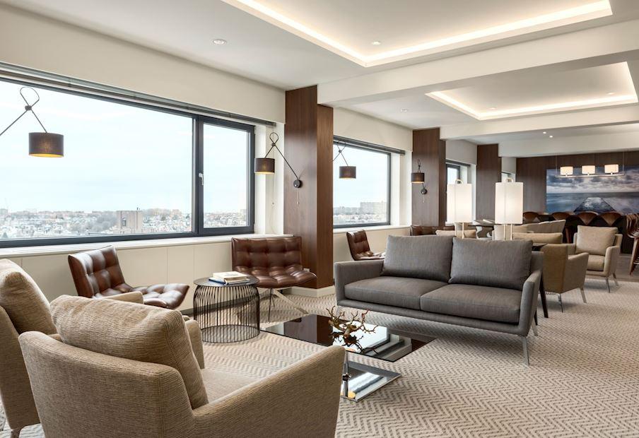 Geniet van het uitzicht in onze Executive Lounge!